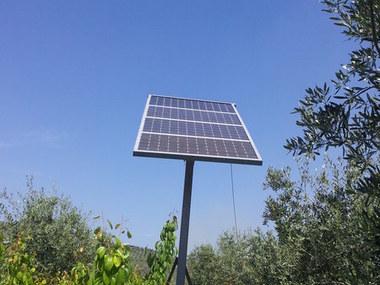 Instalación de riego solar  fotovoltaico en una parcela de olivar intensivo
