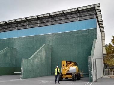 Reparación Cubierta Policarbonato celular ondulado en Polideportivo Puerta de Hierro de Madrid