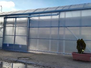 Venta e instalación de invernadero de Policarbonato. Producción ornamental. Galvanizado caliente. Motorizado y automátizado en Toledo.