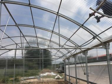 Montaje de invernadero hortícola multicapilla de Policarbonato transparente en Madrid