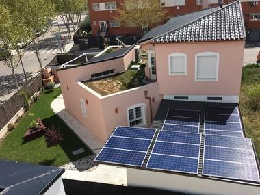 Instalación autoconsumo fotovoltaico Chalet Madrid conectado a red eléctrica