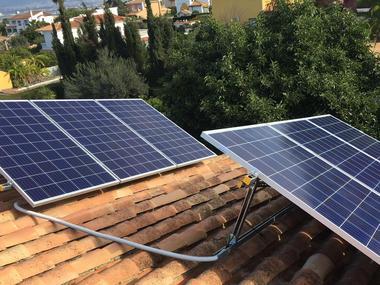 Autoconsumo Fotovoltaico vivienda con placas de 1,5 kW conectado a red.